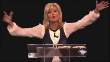 Photo of Beth Moore Calls Those That Disagree With Her Theology Scoffers and Bullies