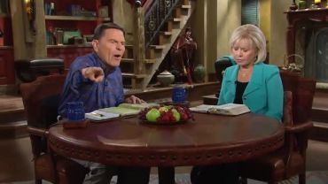 Photo of False Teacher Kenneth Copeland Prays to Bind Satan and The Ebola Virus